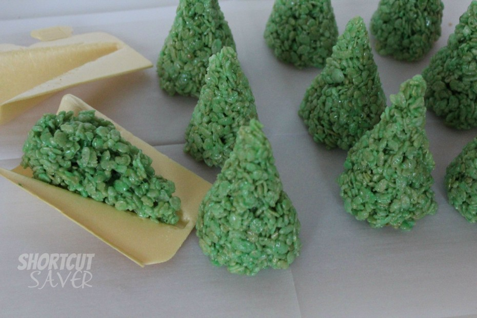 Rice Krispie Treat Christmas Trees - Everyday Shortcuts