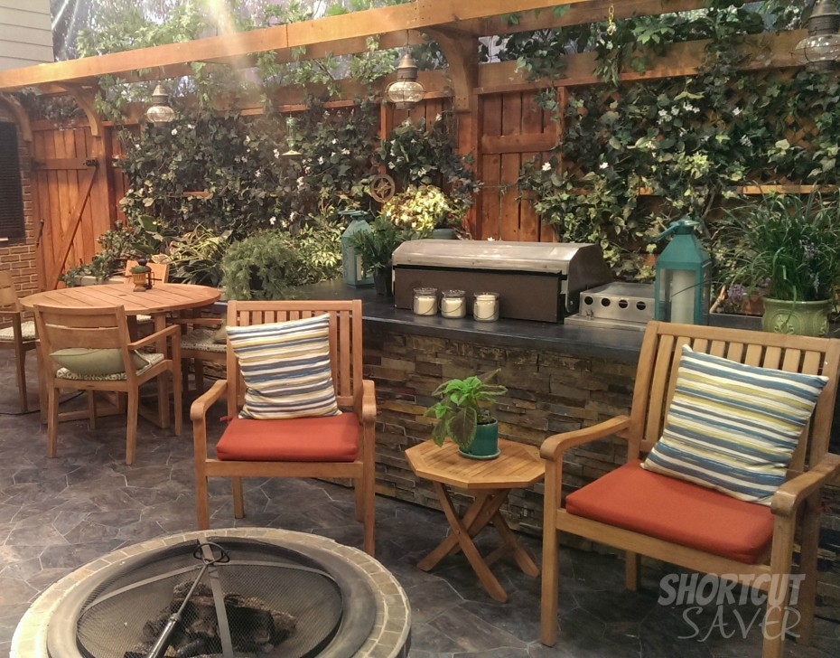 Melissa-and-Joey-outdoor-set-930x728