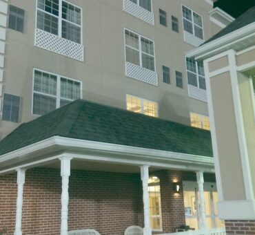 Feel Right at Home at Country Inn & Suites in Bowling Green, KY