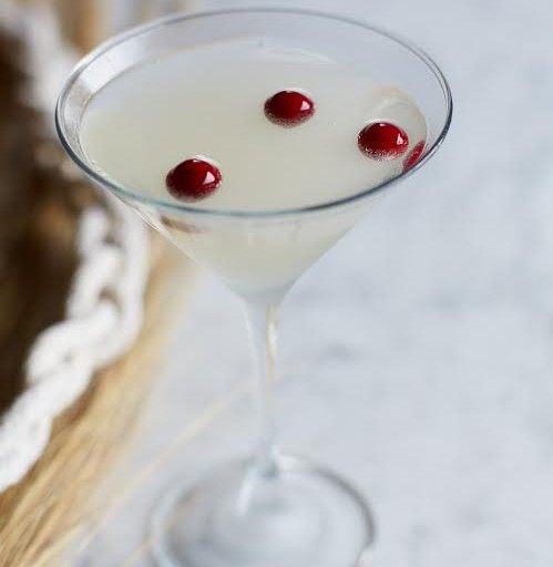 Preview the Winter White Cosmo at Bonefish Grill on Black Friday