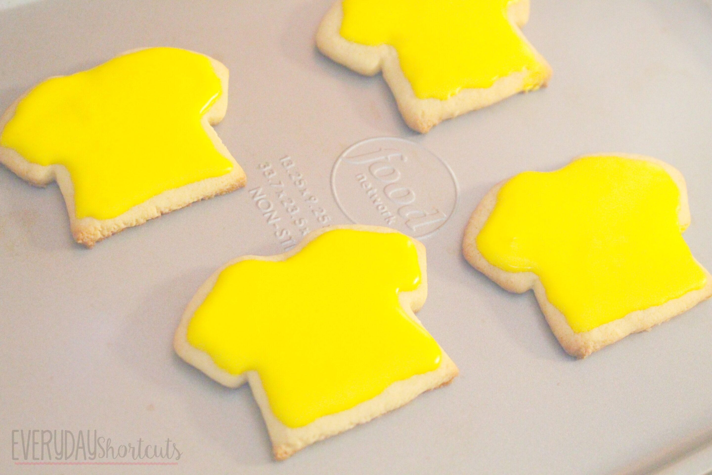 peanuts shirt cookies