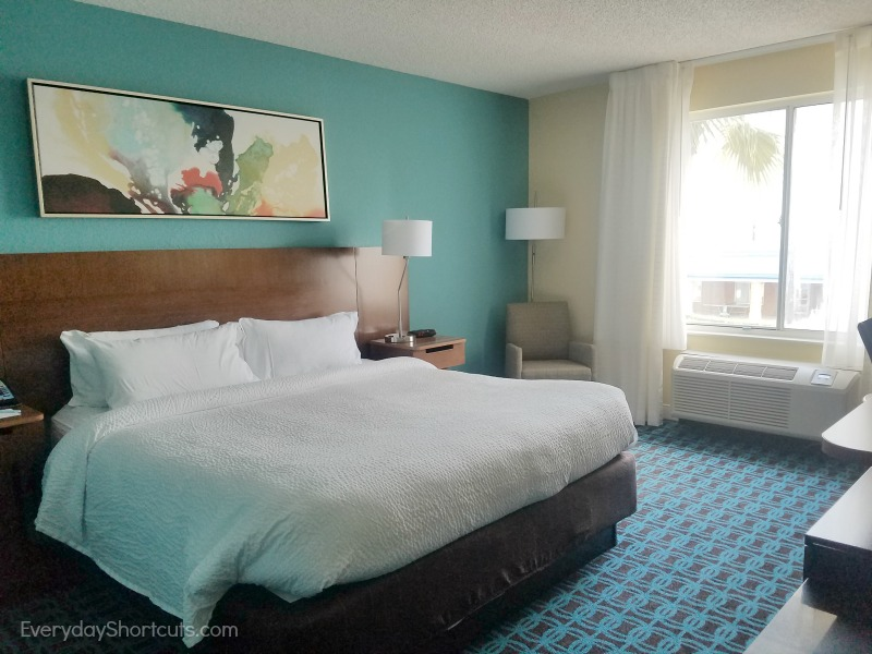 fairfield-inn-and-suites-king-guest-room