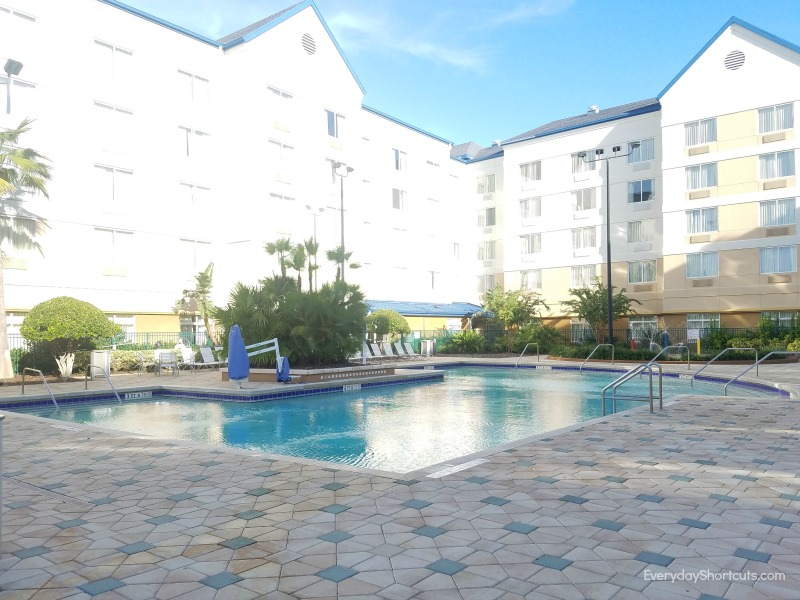 outdoor-pool-at-fairfield-inn-and-suites-in-orlando