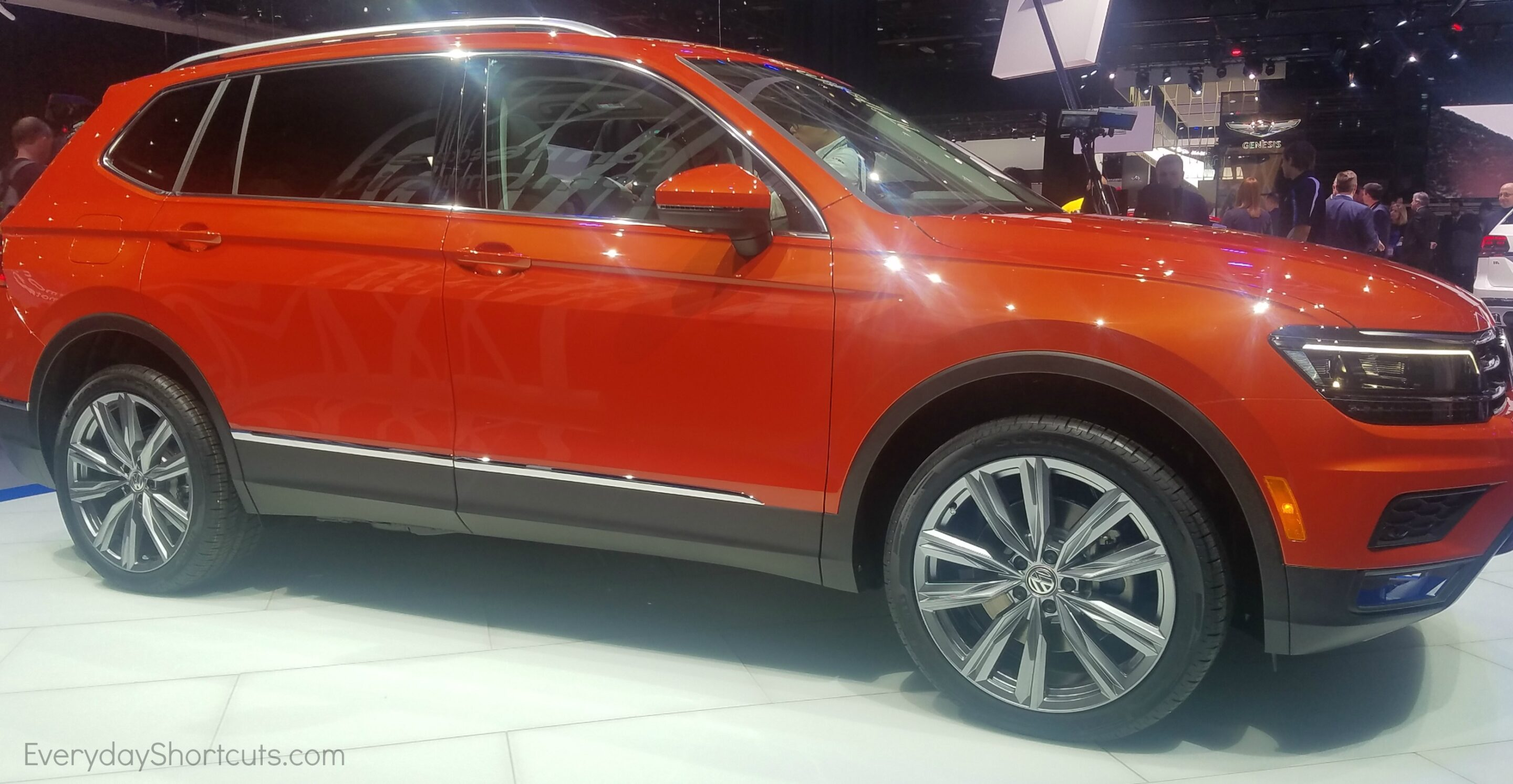 sideview of volkswagon tiguan