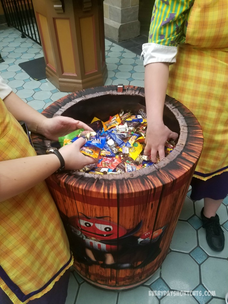 halloween-candy-at-disney