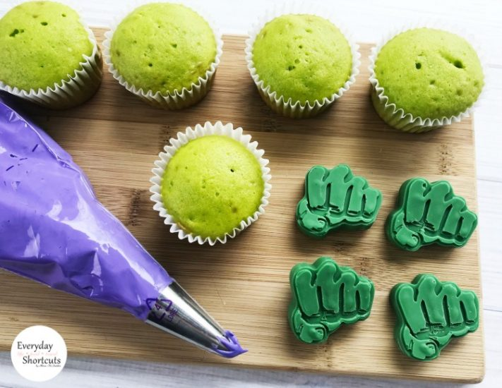 green-cupcakes-711x550