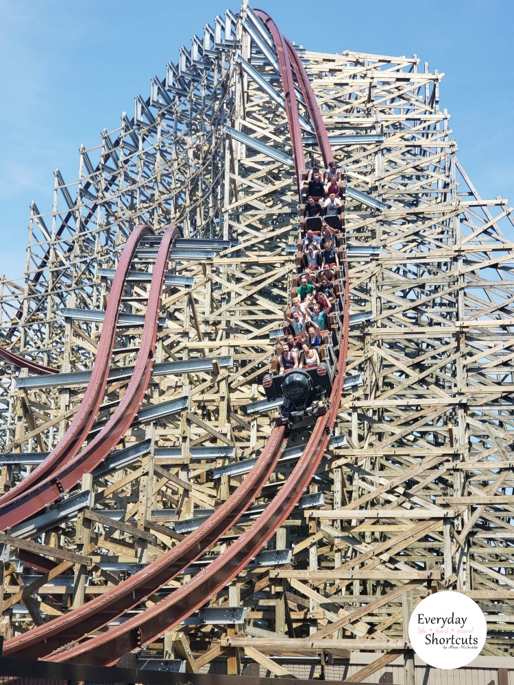 wooden-coaster-at-cedar-point