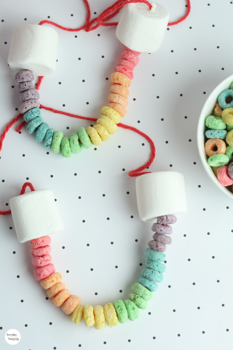 How-to-Make-Rainbow-Edible-Necklace