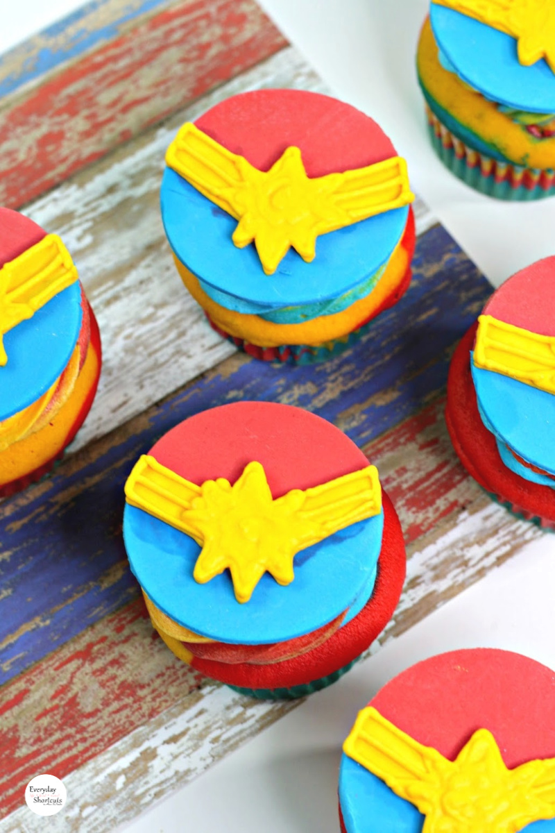 Captain-Marvel-Logo-Cupcakes