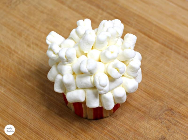marshmallow-popcorn-cupcakes