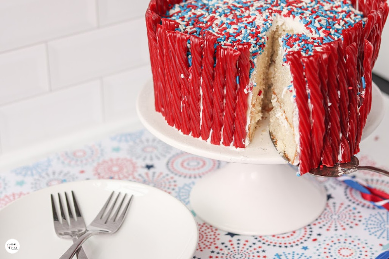 How-to-cut-a-twizzler-layered-cake