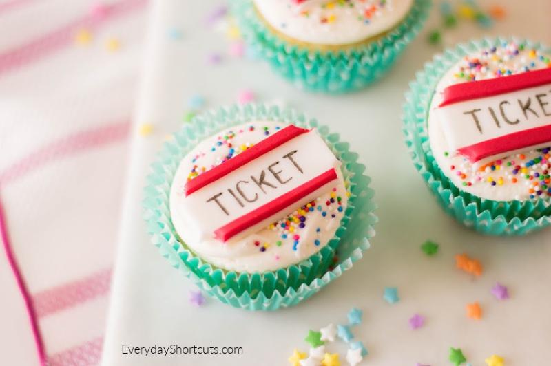 circus-fondant-cupcakes-2