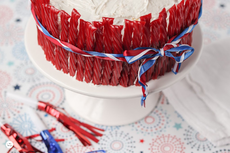 ribbon-around-the-cake