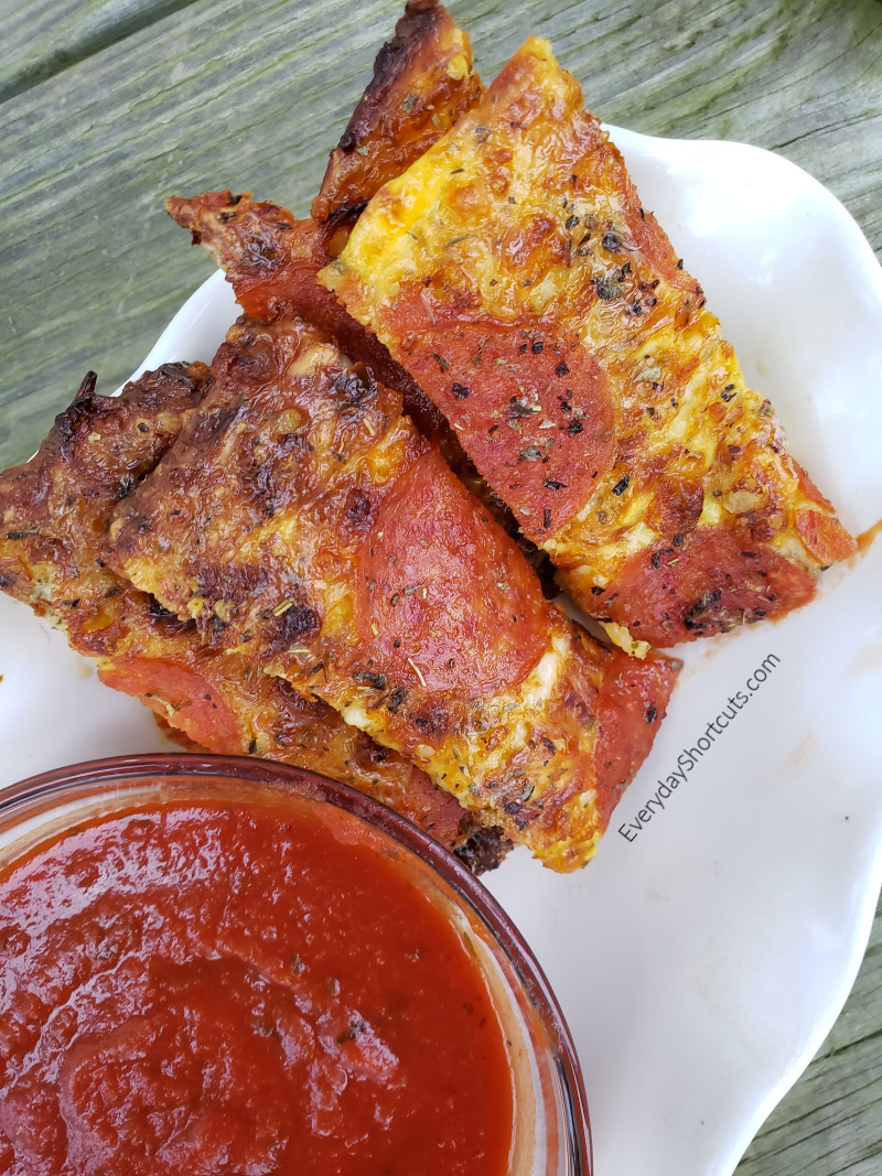 Keto-Pepperoni-Pizza-Sticks-1