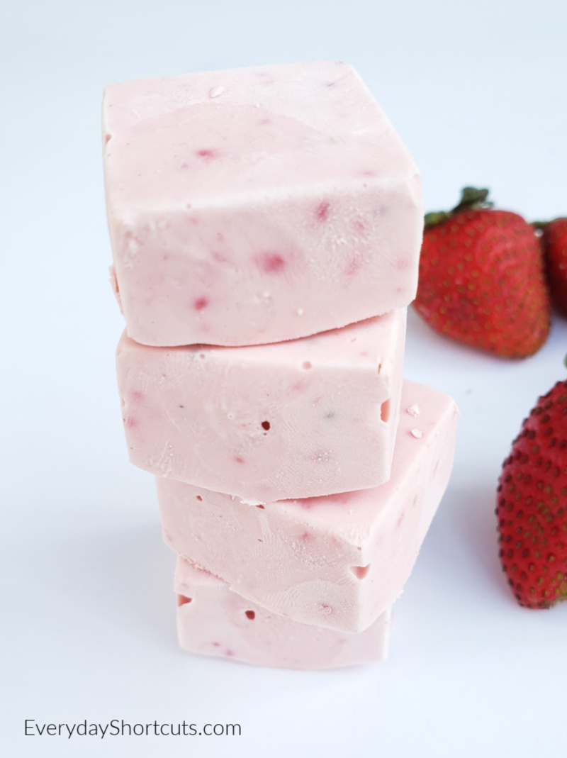 strawberry-cheesecake-fat-bombs