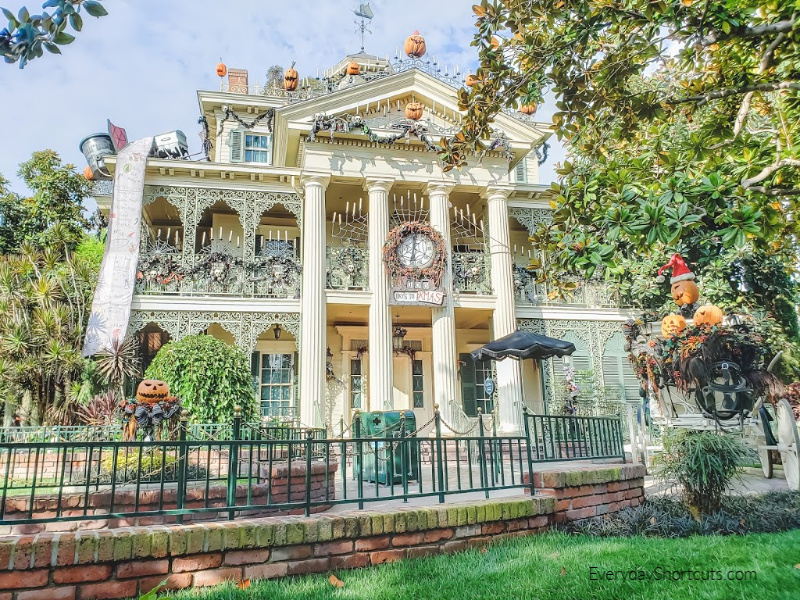 haunted-mansion-at-disneyland