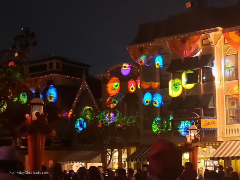 light-show-at-disneyland