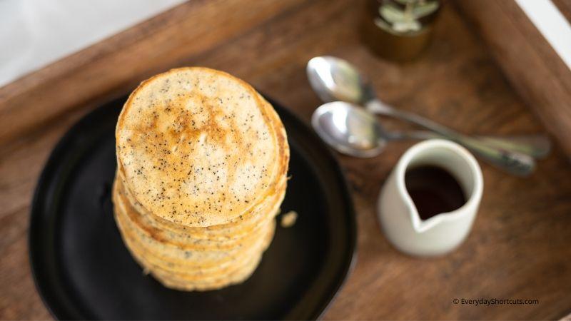 how-to-make-keto-banana-poppy-seed-pancakes