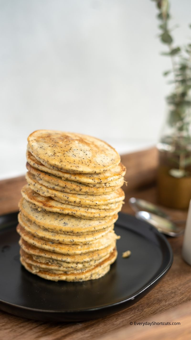 keto-banana-poppy-seed-pancakes