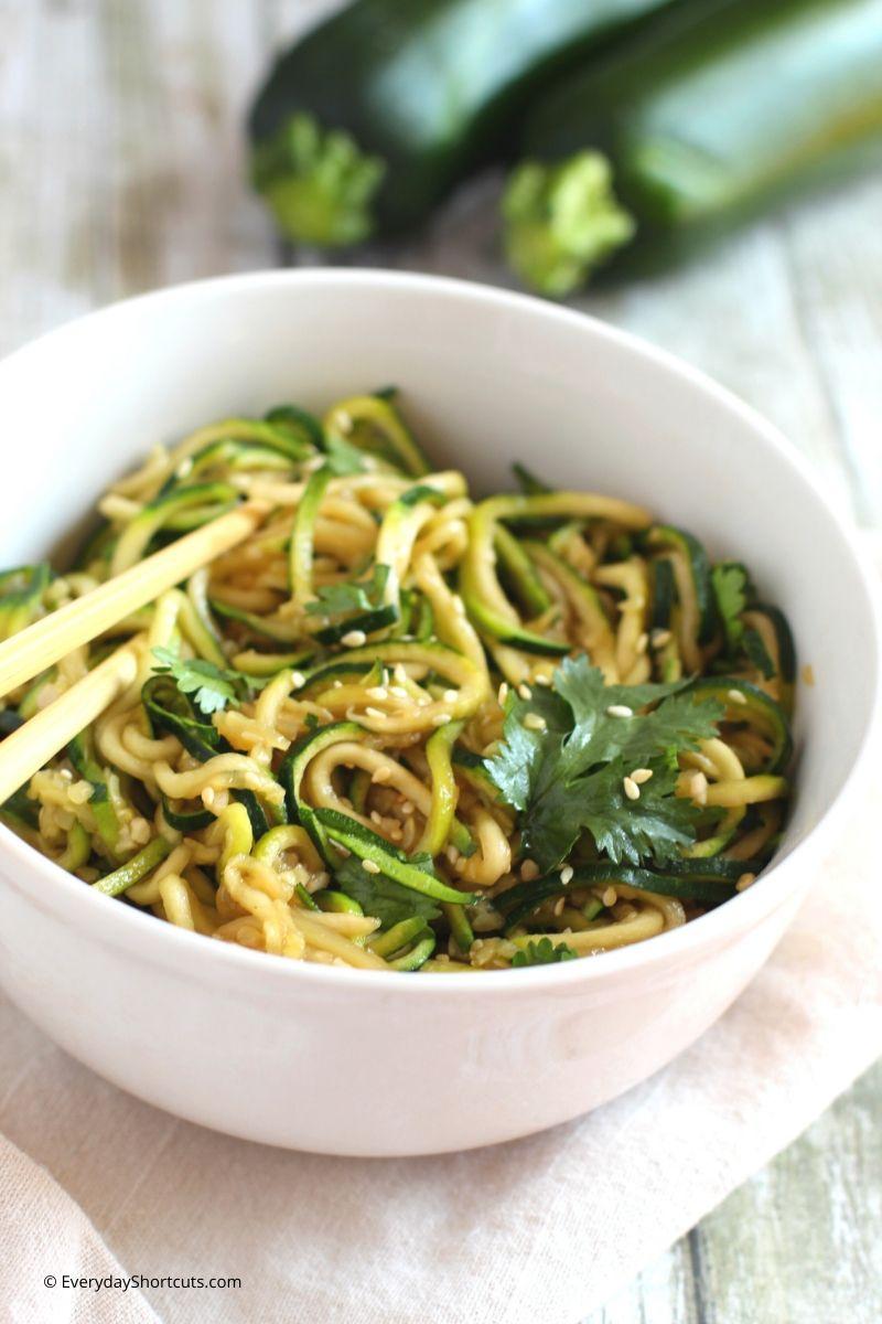 paleo-asian-zucchini-noodles
