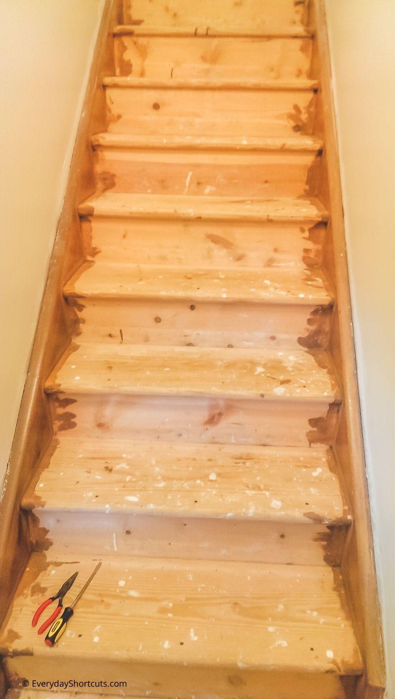 how-to-remove-carpet-staples